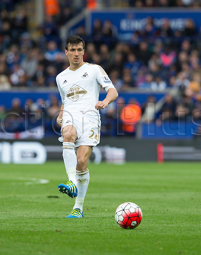 24.04.2016. King Power Stadium, Leicester, England. Barclays Premier League. Leicester versus Swansea.  Swansea City midfielder Jack Cork passing the ball.