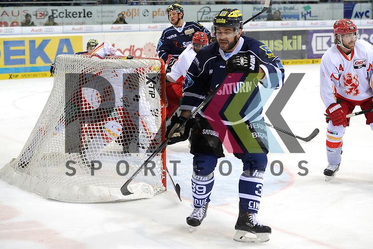 ERC Ingolstadt - Duesseldorfer DEG<br /> Ingolstadts Brandon Buck (Nr.9) erzielt hier das 1:1 und laesst Duesseldorfs Tyler Beskorowany (Nr. 39) keine Chance, Ingolstadts Thomas Greilinger (Nr.39) mit dme Jubel im Spiel der DEL, ERC Ingolstadt - Duesseldorfer EG.<br /> <br /> Foto &copy; P-I-X.org *** Foto ist honorarpflichtig! *** Auf Anfrage in hoeherer Qualitaet/Aufloesung. Belegexemplar erbeten. Veroeffentlichung ausschliesslich fuer journalistisch-publizistische Zwecke. For editorial use only.