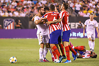 EAST RUTHERFORD, EUA, 26.07.2019 - Real Madrid-ATLETICO MADRID - Jogadores tentam separar briga entre Daniel Carvajal do Real Madrid e Diego  Costa do Atlético de Madrid em partida pela International Champions Cup no MetLife Stadium em East Rutherford nos Estados Unidos na noite desta sexta-feira, 26. (Foto: William Volcov/Brazil Photo Press/Folhapress)