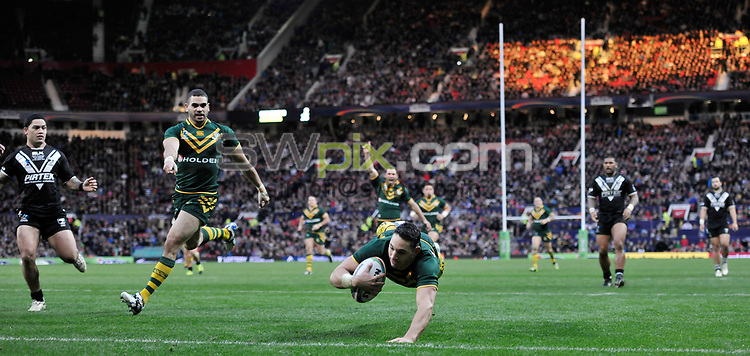 Picture by Simon Wilkinson/SWpix.com - 30/11/2013 - Rugby League - 2013 Rugby League World Cup Final - New Zealand v Australia - Old Trafford, Manchester, England - copyright picture - Simon Wilkinson - simon@swpix.com<br /> General view crowd GV Billy Slater scores a try
