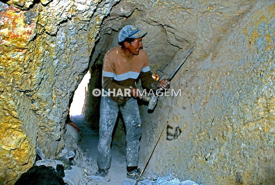 Trabalhador nas minas de prata, Potosi. Bolívia. 1998. Foto de Juca Martins.