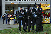 Mehr Polizeipraesenz als gewohnt an der Commerzbank Arena nach den Anschlägen von Paris und Hannover - Eintracht Frankfurt vs. Bayer 04 Leverkusen, Commerzbank Arena
