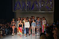 SÃO PAULO, SP, 17.04.2015 - SÃO PAULO FASHION WEEK - AMAPO -  Modelo durante desfile  da marca Amapô  no último dia da São Paulo Fashion Week, Verão 2016 no Parque Cândido Portinari na região oeste de São Paulo, nesta sexta-feira, 17(F. oto: Adriana Spaca / Brazil Photo Press)