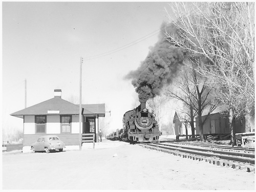 D&amp;RGW #495 with loaded pipe train passing Aztec depot southbound.<br /> D&amp;RGW  Aztec, NM  Taken by Richardson, Robert W. - 2/1953