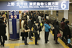 March 17, 2011, Tokyo, Japan - Commuters at Ginza Station in Tokyo attempt to make it home before the possible power outage planned in an attempt to conserve electricity. The power grid has been impacted heavily by the recent earthquake and its aftermath. (Photo by AFLO) [0006]