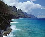 USA, Kauai Hawaii, Crashing waves on the Na Pali Coast
