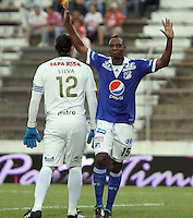 IBAGUE- COLOMBIA- 26  -05- 2013: Erick Moreno  jugador de Millonarios  celebra su gol  contra  Tolima   partido  jugado en el estadio Manuel Murillo Toro de la ciudad de Ibagué, mayo 26  de 2013. juego por la  fecha Diez  y siete   de la Liga Postobon I. (Foto: VizzorImage / Felipe Caicedo / Staff). Erick Moreno  Millonarios player celebrates his goal against Tolima match played at the Manuel Murillo Toro stadium in Ibague, May 26, 2013. game date of Seventeen League Europa League I.. (Foto: VizzorImage / Felipe Caicedo / Staff).