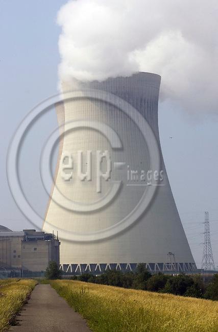 DOEL - BELGIUM - 11 JUNE 2007 -- The Electrabel nuclear power plant. -- PHOTO: JUHA ROININEN / EUP-IMAGES