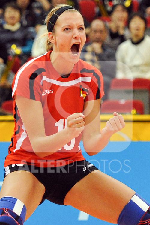 07.11.2010, Nippon Gaishi Hall, Nagoya, JPN, Volleyball Weltmeisterschaft Frauen 2010,  Deutschland ( GER ) vs. Tschechische Republik ( CZE ), im Bild Maren Brinker (#15 GER). Foto © nph / Kurth