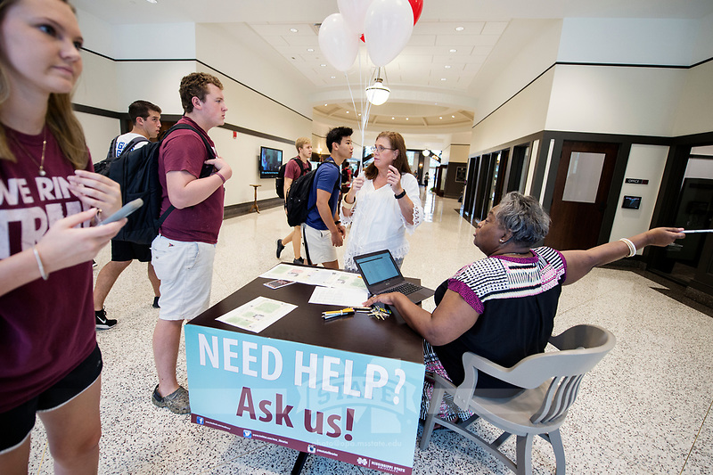 Old Main Academic Center - first day of classes.  Library staff helps provide directions in the new classroom building.<br />  (photo by Megan Bean / &copy; Mississippi State University)
