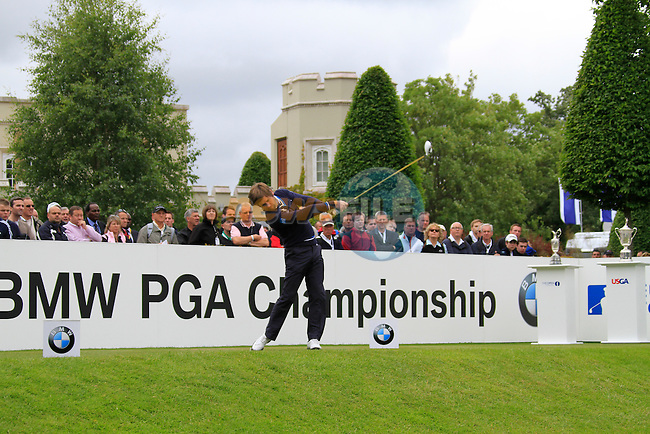 Robert Rock (ENG) tees off on the 1st tee to start his round on Day 2 of the BMW PGA Championship Championship at, Wentworth Club, Surrey, England, 27th May 2011. (Photo Eoin Clarke/Golffile 2011)