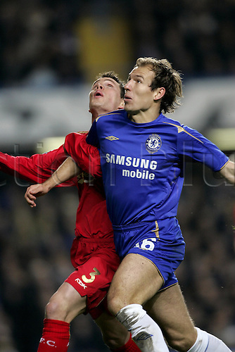 6 December 2005: Chelsea midfielder Arjen Robben competes with Steve Finnan during the UEFA Champions League Group G match between Chelsea and Liverpool at Stamford Bridge. The match ended 0-0. Photo: Glyn Kirk/actionplus..051206 soccer football man men male footballer competing