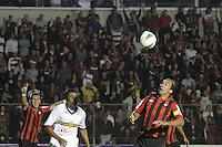 CURITIBA, PR, 15 DE MARÇO 2012 – ATLÉTICO-PR X SAMPAIO CORRÊA-MA - Paulo Baier (d), do Atlético, e Luís Maranhão, do Sampaio Corrêa, durante o segundo jogo da primeira fase da Copa do Brasil. A partida aconteceu na noite de quinta-feira (15), na Vila Capanema, em Curitiba. <br /> (FOTO: ROBERTO DZIURA JR./ BRAZIL PHOTO PRESS)