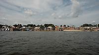 Porto da cidade de Oriximiná no Amazonas. <br /> Entrada para o rio Trombetas.<br /> Oriximiná, Pará, Brasil.<br /> Foto Paulo Santos Porto de Oriximiná