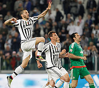 Calcio, Serie A: Juventus vs Lazio. Torino, Juventus Stadium, 20 aprile 2016.<br /> Juventus&rsquo; players celebrate at the end of the Italian Serie A football match between Juventus and Lazio at Turin's Juventus Stadium, 20 April 2016. Juventus won 3-0.<br /> UPDATE IMAGES PRESS/Isabella Bonotto