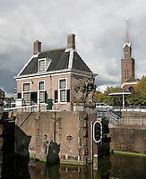 Zaandam- Huisje op de sluis in de Zaan