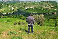 Emilia Romagna, Biodiversità, Alberto Olivucci presidente di Civiltà Contadina e responsabile di Seed Savers (banca di semi), nella sua cascina a San Leo in Emilia Romagna.