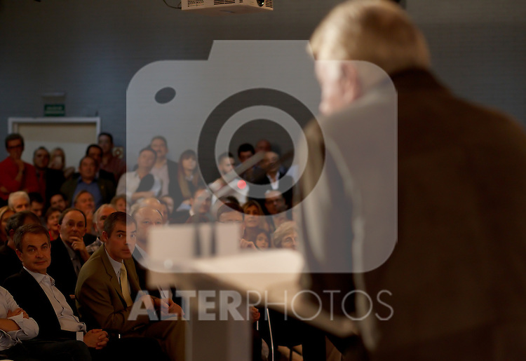 "Madrid,Spain - 16 10 2014- ""politics""-Former Spanish Socialist Leader Jose Luis Rodriguez Zapatero listens to the speech to  Former Spanish Socialist Leader Felipe Gonzalez during at the 40th anniversary ceremony of the Suresnes Congress (Foto: Guillermo Martinez /Bouza Press)"