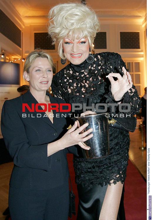 &quot;Hamburger Hotels helfen&quot; eine Charity-Gala im Kempinski Hotel Atlantic Hamburg<br /> <br /> Olivia Jones beim Losverkauf<br /> <br /> Foto &copy; nordphoto / Anja Heinemann<br /> <br />  *** Local Caption *** Foto ist honorarpflichtig! zzgl. gesetzl. MwSt.<br />  Belegexemplar erforderlich<br /> Adresse: nordphoto<br /> Georg-Reinke-Strasse 1<br /> 49377 Vechta