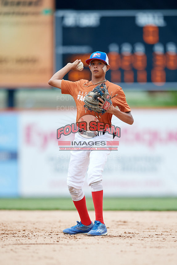 Ysaac Batista (3) throws to first base during the Dominican Prospect League Elite Underclass International Series, powered by Baseball Factory, on July 21, 2018 at Schaumburg Boomers Stadium in Schaumburg, Illinois.  (Mike Janes/Four Seam Images)