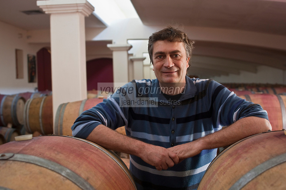 Europe/Europe/France/Midi-Pyrénées/46/Lot/Vire-sur-Lot: Clos Triguedina - Jean-Luc Baldès dans son  Chai à barriques [Non destiné à un usage publicitaire - Not intended for an advertising use]