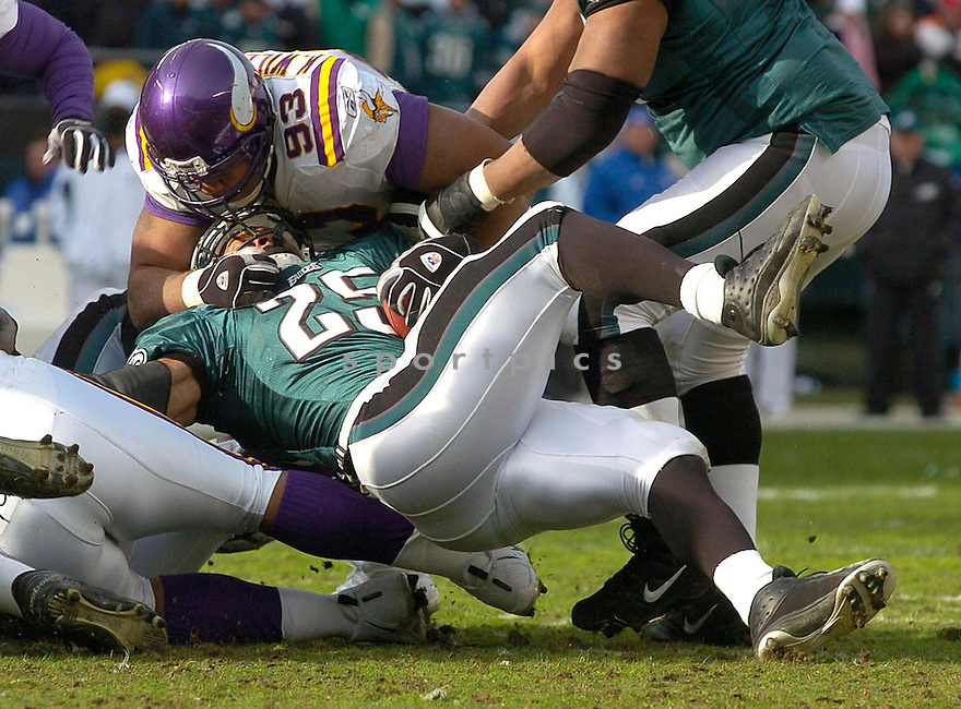 Kevin Williams, of the Minnesota Vikings against the Philadelphia Eagles on 1/16/05..Eagles win 27-14..David Durochik / SportPics