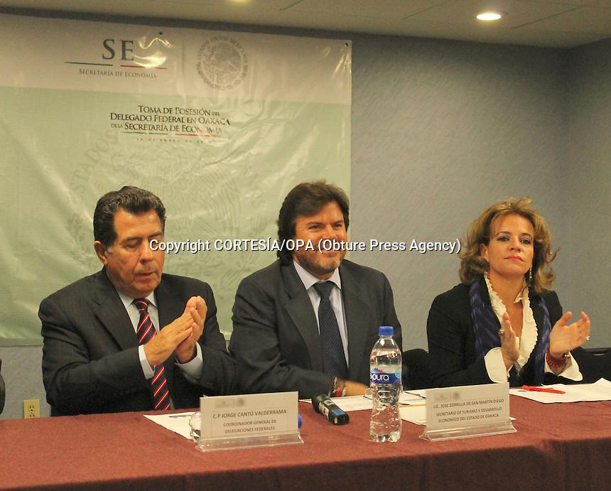 * La Lic. Beatriz Rodr&iacute;guez Casasnovas fue asignada como la Delegada Federal en Oaxaca, de la Secretar&iacute;a de Econom&iacute;a<br /> <br /> * Fortalecer el desarrollo econ&oacute;mico en el estado es una de las principales estrategias de la presente administraci&oacute;n<br /> <br /> Oaxaca, de Ju&aacute;rez.- El Lic. Jos&eacute; Zorrilla de San Mart&iacute;n Diego, Secretario de Turismo y Desarrollo Econ&oacute;mico asisti&oacute; a la toma de protesta de la Lic. Beatriz Rodr&iacute;guez Casasnovas, como Delegada Federal en Oaxaca, de la Secretar&iacute;a de Econom&iacute;a en las instalaciones de la Delegaci&oacute;n Federal de la Secretar&iacute;a de Econom&iacute;a.<br /> <br /> El Titular de la STyDE mencion&oacute; que una de las principales estrategias de la presente administraci&oacute;n es fortalecer el desarrollo econ&oacute;mico en el estado e insisti&oacute; que la Secretaria de Econom&iacute;a ha sido uno de los socios estrat&eacute;gicos m&aacute;s importantes con los que se han realizado acciones muy importantes, entre los que se encuentran:<br /> <br /> Fondo Oaxaca; el cual ha servido para que los oaxaque&ntilde;os encuentren una soluci&oacute;n viable para iniciar o revitalizar sus negocios, convirti&eacute;ndose sin duda, en el instrumento financiero m&aacute;s importante en el estado. En 2012 fue reconocido con el Galard&oacute;n PyME, como el mejor operador de programas emergentes de reactivaci&oacute;n econ&oacute;mica del pa&iacute;s.<br /> <br /> Asimismo, a trav&eacute;s del Fondo PyME se ha realizado una inversi&oacute;n cercana a los 118 MDP de 2011 a 2013 para apoyar a las Micro, Peque&ntilde;as y Medianas Empresas. En 2013, se aprobaron proyectos productivos por un monto mayor a 76 MDP con recursos tanto federales como estatales y se beneficiaron a m&aacute;s de mil 800 MiPyMES.<br /> <br /> Dichos logros, no ser&iacute;an posibles sin el esfuerzo y trabajo coordinado con el Instituto Nacional del Emprendedor (INADEM), organis