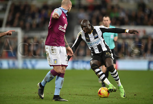 February 20th 2017, St James Park, Newcastle, England; Skybet Championship football, Newcastle versus Aston Villa; Mohamed Diame of Newcastle United controls the ball