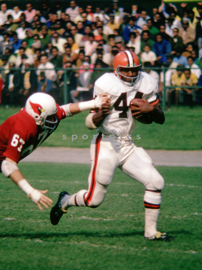 Cleveland Browns Leroy Kelly (44) during a game from his 1968 season with the Cleveland Browns. Leroy Kelly played for 10 seasons all with the Cleveland Browns He was a 6-time Pro Bowler and was inducted into the Pro Football Hall of Fame in 1994.(SportPics)