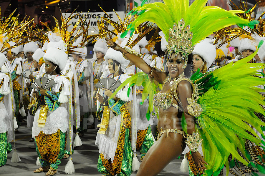 SAO PAULO, SP, 25 DE FEVEREIRO 2012 - DESFILE DAS CAMPEÃS DO CARNAVAL SP - VILA MARIA: Integrante da escola de samba Unidos de Vila Maria no desfile das Campeãs do Carnaval 2012 de São Paulo, no Sambódromo do Anhembi, na zona norte da cidade, neste sábado.(FOTO: LEVI BIANCO - BRAZIL PHOTO PRESS).