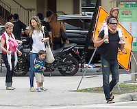 APRIL 10 2013.CARLOS VIVE MUY FAMILIAR PASEANDO EN MIAMI Exclusive.Mandatory Credit: KDNPIX.COM..Ref: kdn_RIC