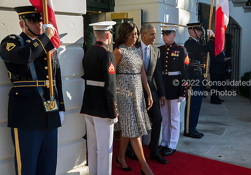 US President Barack Obama (R) and First Lady Michelle Obama (L)walk out of the White House to greet Italian Prime Minister Matteo Renzi and Italian First Lady Agnese Landini during an official arrival ceremony on the South Lawn of the White House in Washington DC, USA, 18 October 2016. Later today President Obama and First Lady Michelle Obama will host their final state dinner featuring celebrity chef Mario Batali and singer Gwen Stefani performing after dinner. <br /> Credit: Shawn Thew / Pool via CNP