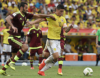 BARRANQUILLA - COLOMBIA -01-09-2016: James Rodriguez (Der) jugador de Colombia disputa el balón con Oswaldo Vizcarrondo (Izq) jugador de Venezuela durante partido de la fecha 7 para la clasificación sudamericana a la Copa Mundial de la FIFA Rusia 2018 jugado en el estadio Metropolitano Roberto Melendez en Barranquilla./  James Rodriguez (R) player of Colombia fights the ball with Oswaldo Vizcarrondo (L) player of Venezuela during match of the date 7 for the qualifier to FIFA World Cup Russia 2018 played at Metropolitan stadium Roberto Melendez in Barranquilla. Photo: VizzorImage / Gabriel Aponte / Cont