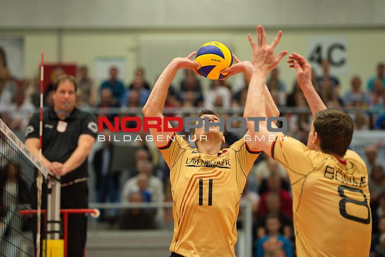 04.10.2015, CU Arena, Hamburg<br /> Volleyball, LŠnderspiel / Laenderspiel, Deutschland vs. Russland<br /> <br /> Zuspiel Lukas Kampa (#11 GER), Marcus Bšhme / Boehme (#8 GER)<br /> <br />   Foto &copy; nordphoto / Kurth