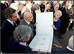 Giorgio Napolitano inaugura la nuova scultura di Giuseppe Penone INLIMINE posata all'ingresso della Galleria d'Arte Moderna