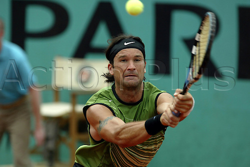 29 May 2005: Spanish player Carlos Moya (ESP) plays a backhand during his fourth round match against Federer. Federer won the match 6-1, 6-4, 6-3 at The French Open Tennis Championships played at  Roland Garros, Paris. Photo: Glyn Kirk/Actionplus....050529 man men's sand clay court