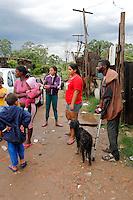 MOGI DAS CRUZES, SP, 06 JANEIRO 2012 - CHUVA ATINGE FAVELA DO CISNE - A forte chuva que atingiu na cidade de Mogi das Cruzes, deixou estragos na Favela do Cisne no bairro Ponte Grande, agentes da Defesa Civil do municio levaram alguns moradores para abrigos, nesta sexta-feira, 06. (FOTO: WARLEY LEITE - NEWS FREE).
