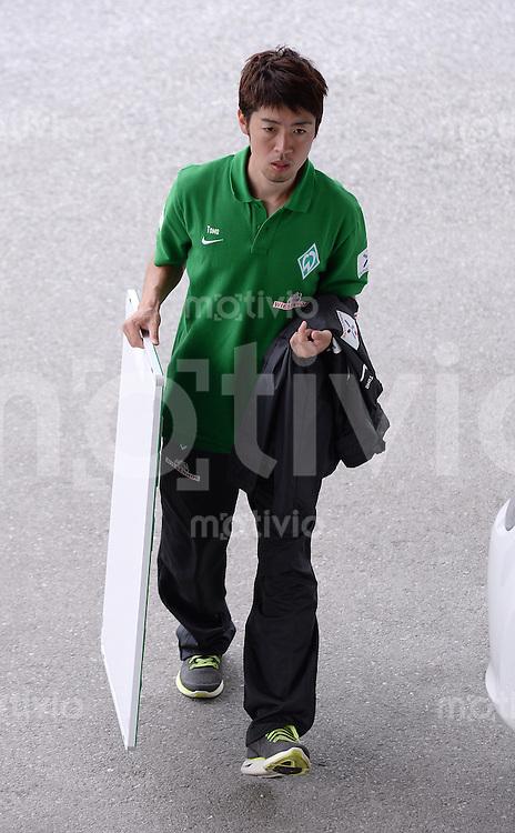 FUSSBALL  1. Bundesliga   2013/2014   Testspiel in Zell am Ziller SV Werder Bremen - 1860 Muenchen      10.07.2013 Akupunkteur Tomoki Suzuki (SV Werder Bremen)