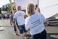 """Nazidemonstration in Frankfurt an der Oder.<br /> Ca. 120 Nazis aus Berlin und Brandenburg zogen am Samstag den 3. September 2016 mit einer Demonstration durch Frankfurt an der Oder. Angekuendigt war der Aufmarsch als grenzuebergreifende Demonstration von deutschen und polnischen Nazis gegen Islam und Fluechtlinge, es nahmen jedoch nur zwei Personen aus Polen teil.<br /> In Redebeitraegen und Parolen wurde gegen die """"Kriminalitaet aus Osteuropa"""" gehetzt und behauptet es faende eine """"gewollte Uberfremdung der deutschen Heimat durch Fluechtlinge"""" statt.<br /> Angefuehrt wurde die Demonstration von der Oderbruecke zum Bahnhof von der rechtsextremen Kleinstpartei """"Der 3. Weg"""". Des Weiteren nahmen Mitglieder von """"unabhaengigen Buergerinitiativen"""" gegen Fluechtlinge, der NPD, sog. Freien Kameradschaften und Mitgliedern der rechtsextremen Gruppe """"Die Identitaeren"""" teil.<br /> Einige Personen einer Gegendemonstration versuchten mit Sitzblockaden die rechtsextreme Demonstration zu verhindern, die Polizei fuehrte die Nazis jedoch an den Blockierern vorbei. Vereinzelt wurden Personen, die versuchten die Demonstrationsroute zu blockieren, von der Polizei mit Tritten und Schlagstockeinsatz von der Strasse vertrieben.<br /> Im Bild: Mitglieder einer """"Buergerinitiative"""" mit T-Shirts auf denen """"Wer Deutschland nicht liebt, soll Deutschland verlassen"""" steht.<br /> 3.9.2016, Frankfurt an der Oder<br /> Copyright: Christian-Ditsch.de<br /> [Inhaltsveraendernde Manipulation des Fotos nur nach ausdruecklicher Genehmigung des Fotografen. Vereinbarungen ueber Abtretung von Persoenlichkeitsrechten/Model Release der abgebildeten Person/Personen liegen nicht vor. NO MODEL RELEASE! Nur fuer Redaktionelle Zwecke. Don't publish without copyright Christian-Ditsch.de, Veroeffentlichung nur mit Fotografennennung, sowie gegen Honorar, MwSt. und Beleg. Konto: I N G - D i B a, IBAN DE58500105175400192269, BIC INGDDEFFXXX, Kontakt: post@christian-ditsch.de<br /> Bei der Bearbeitung der Dateiinformatio"""