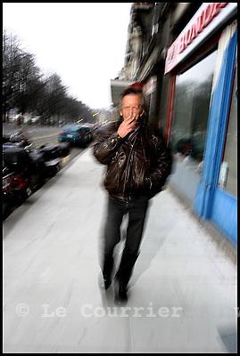 Genève, le 16.01.2006.La Suisse compterait un million de pauvres, soit un septieme de la population vivant dans la précarité..Alain 55 ans, sans domicile fixe. En hiver, il dort dans un des abris de la protection civile mis à disposition des personnes vivant dans la précarité, ce lieux ouvre ses portes à 20hrs et ferme à 07.30hrs. Dès lors, il parcourt la ville jusqu'à 12kms par jours, s'arrete dans un café quand ses moyens le permette, se réfugie dans differents centres sociaux oÙ sont distribués les repas. .© Jean-Patrick Di Silvestro / Le Courrier