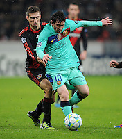FUSSBALL   CHAMPIONS LEAGUE   SAISON 2011/2012   ACHTELFINALE  Bayer 04 Leverkusen - FC Barcelona              14.02.2012 Daniel Schwaab (li, Bayer 04 Leverkusen) gegen Lionel Messi (re, Barca)