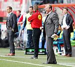 Nederland, Enschede, 29 april 2012.Eredivisie.Seizoen 2011-2012.FC Twente-Ajax.Steve McClaren (r.), trainer-coach van FC Twente. Links Frank de Boer, trainer-coach van Ajax