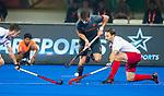 BHUBANESWAR (INDIA) - Robbert Kemperman (Ned) passeert Richard Hildreth (Can)   tijdens Nederland-Canada (5-0) bij het WK Hockey heren.  COPYRIGHT KOEN SUYK