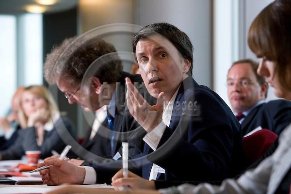 BRUSSELS - BELGIUM - 27 MAY 2008 -- Conference on CO2-reduction target in 2020 for waste --  Dr. Bärbel Birnstengel, Prognos AG.  Photo: Erik Luntang/EUP-IMAGES