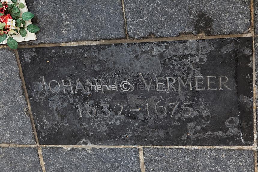 Pays-Bas, Delft, la Vieille Église ou Oude Kerk, pierre tombale de Johannes Vermeer à même le sol de l'église // Netherlands, Delft, the Oude Kerk, or Old Church, gravestone of Johannes Vermeer to the floor of the church