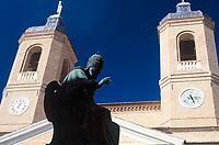 ITA, Italien, Marken, Universitaetsstadt Camerino: Statue Papst Sixtus V. und Kathedrale auf der Piazza Cavour | ITA, Italy, Marche, University town Camerino: Ope Sixtus V. and cathedral at Piazza Cavour