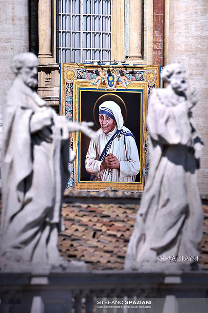 A tapestry depicting Mother Teresa is seen on the facade of the Vatican building, during the canonisation mass of Mother Teresa by Pope Francis, in St Peter's square at the Vatican on September 4, 2016.