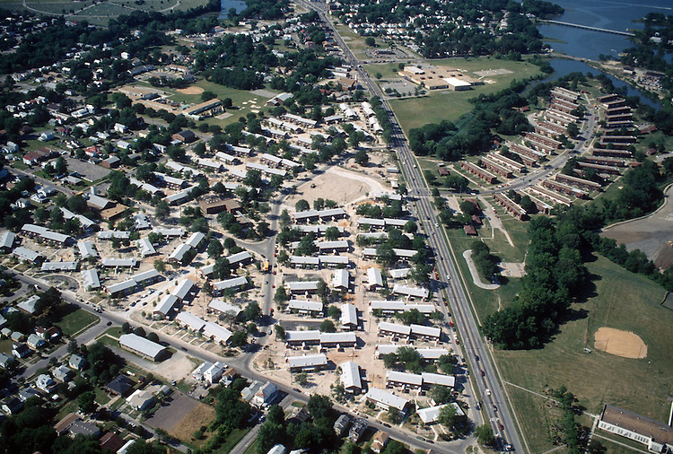 1994 June..Assisted Housing..Diggs Town (6-6)...Looking North.Oakleaf on right...NEG#.NRHA#..HOUSING: DiggsTn2 4:4