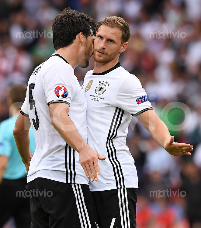 FUSSBALL EURO 2016 GRUPPE C IN PARIS Nordirland - Deutschland     21.06.2016 Mats Hummels (li) und Benedikt Hoewedes (re, beide Deutschland)