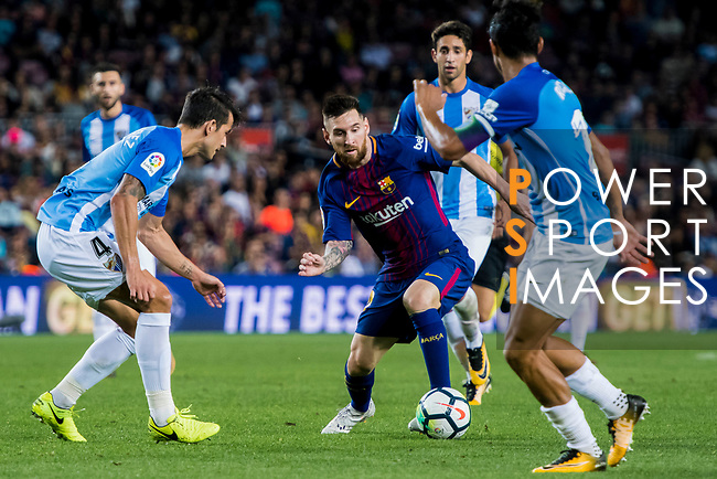 Lionel Andres Messi (c) of FC Barcelona fights for the ball with Luis Hernandez Rodriguez (l) of Malaga CF  during the La Liga 2017-18 match between FC Barcelona and Malaga CF at Camp Nou on 21 October 2017 in Barcelona, Spain. Photo by Vicens Gimenez / Power Sport Images